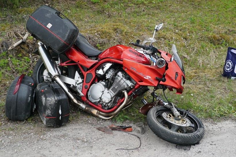 FOTOD   Järvamaal toimus liiklusõnnetus, moottorrattur viidi haiglasse