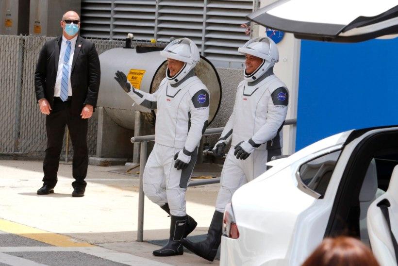 OTSEVIDEO   ILM MÄNGIS MÄKRA: SpaceX-i esimesed astronaudid ei saanud täna kosmosesse startida