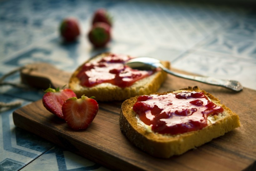 KINDLA PEALE MINEK: klassikaline vanaemade maasikamoos