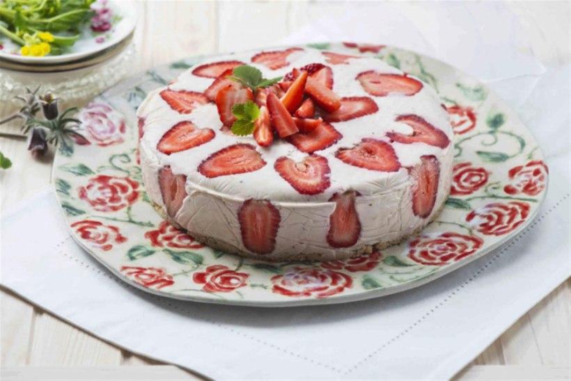 Tagurpidi rabarberikisselli kook maasikatega