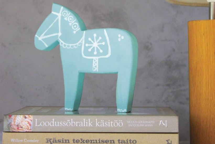 Traditsioonilisest erinevalt: ehituskipsist meisterdatud Rootsi Dala hobune