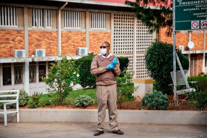 Lõuna-Aafrika Vabariigi president annab pandeemia valguses armu 19 000 vangile