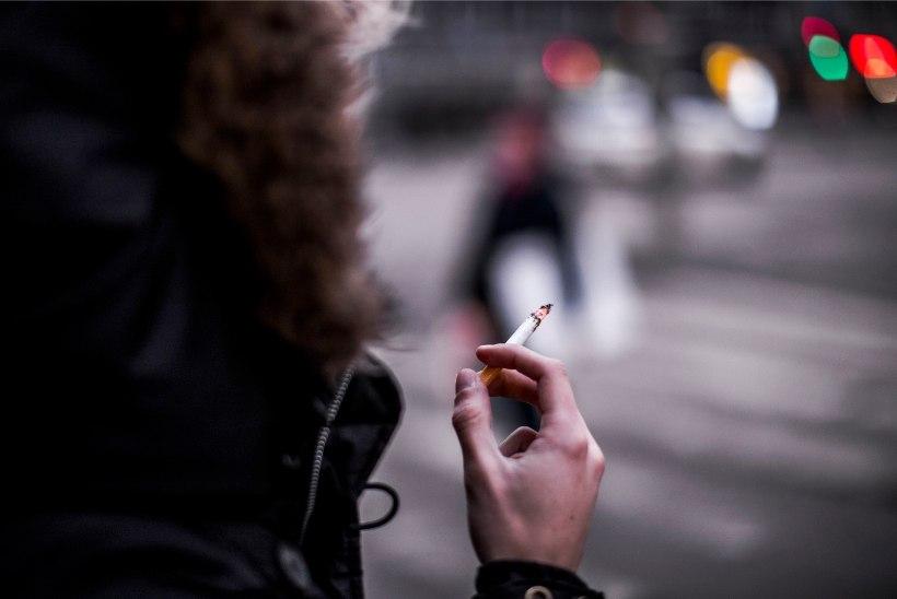 Lugejakiri | Mees kurdab: tahan last, aga naine ei jäta suitsetamist