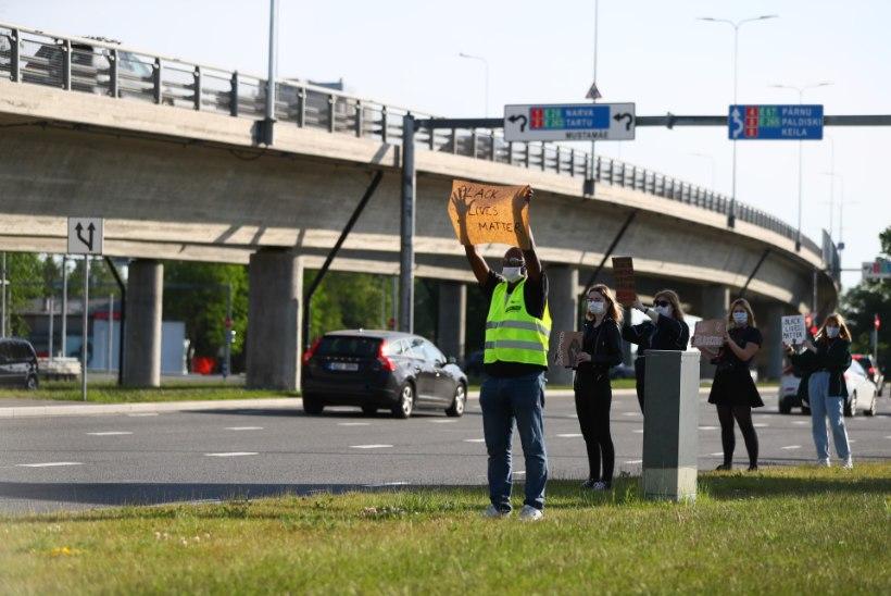 GALERII   Tallinnas toimub mustanahaliste toetuseks protestiüritus