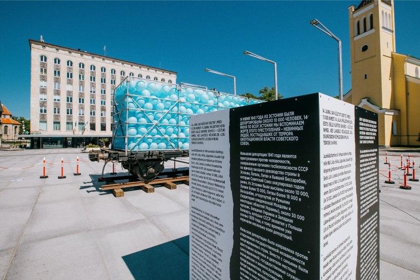 """GALERII   Juuniküüditamise ohvrite mälestamiseks toodi Vabaduse väljakule """"Pisarate vagun"""""""