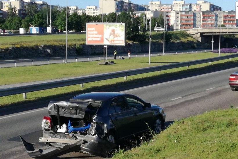 FOTOD | Laagna tee liiklusõnnetuse hukkunute arv suurenes: haiglas suri üks vigastatud autojuhtidest