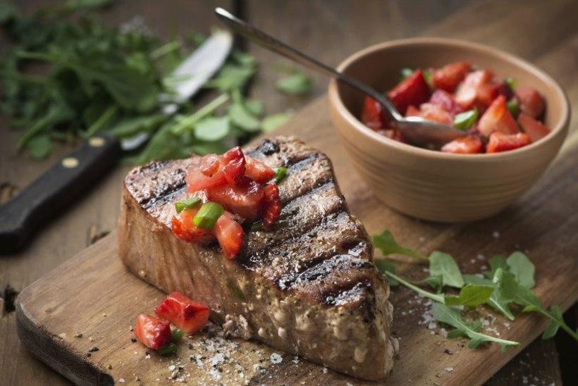 KALAPÄEV | Grillitud tuunikala steik maasika-tomatisalsaga