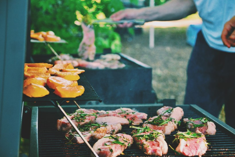 HINNAÜLEVAADE   Millisest poeketist saab grillipeoks soodsaima šašlõki, grillvorsti ja õlle?