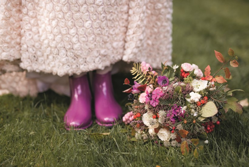 GALERII | Värvilised lilled, heegeldatud kleit ja eriilmelised detailid ehk Hipilikult muretud boho-pulmad