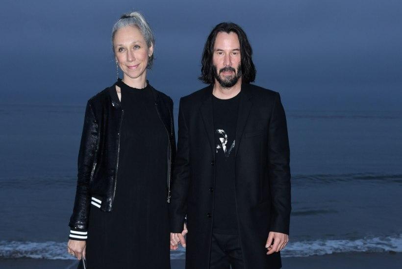 """Keanu ja tema kunstnikust kallim saabusid Berliini """"Matrixi"""" võtetele"""
