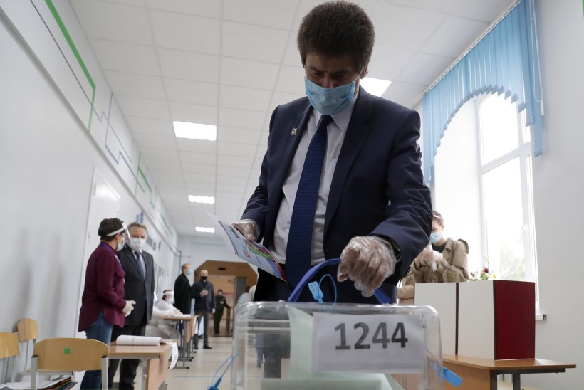 VIDEO | VENELASED HÄÄLETAVAD: referendum algas skandaalidega