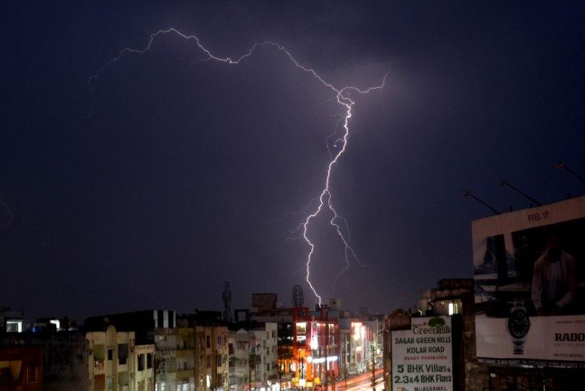 KARM TORM: pikne nõudis Põhja-Indias üle 100 inimelu