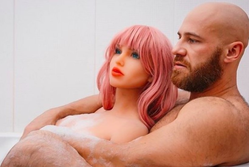SÕGE LUGU! Kulturisti ja seksnuku pulmad lükkusid edasi