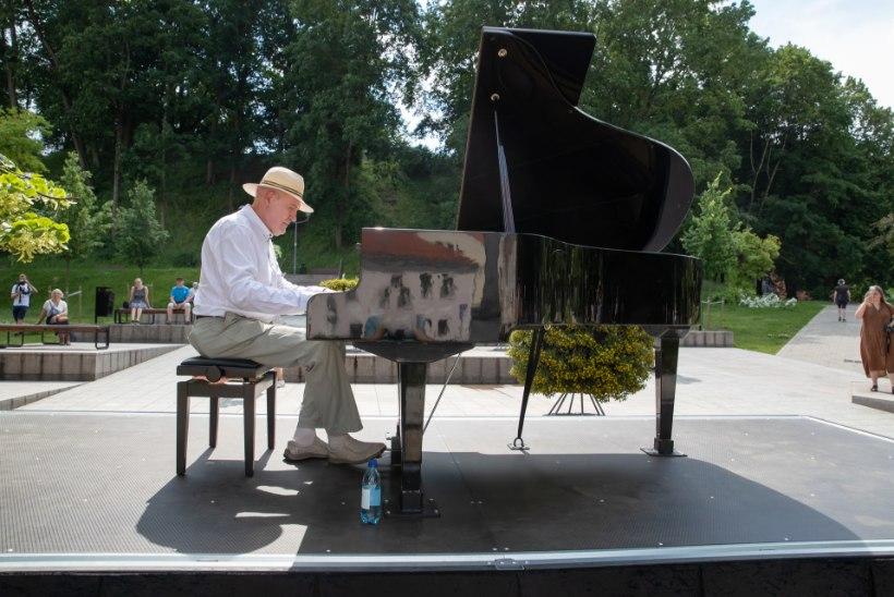 """Olav Ehala mängis tänaval klaverit: """"Nii ma elatist teeningi!"""""""