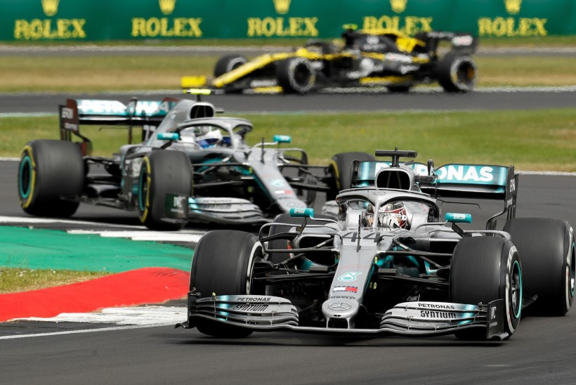 Mercedes võitleb rassismi vastu mustade autodega
