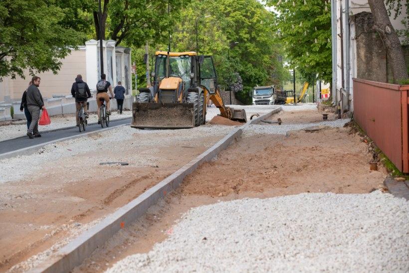 Tartu raad nuriseb: Vanemuise tänava remontijat tuleb kogu aeg tagant utsitada