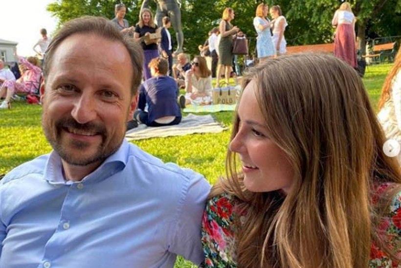 ARMAS KLÕPS: tulevane Norra kuninganna lõpetas põhikooli