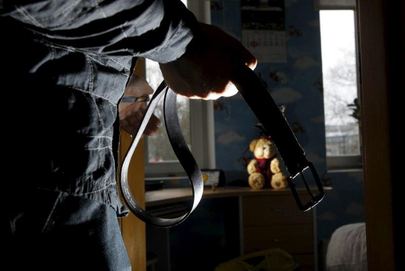 Kodust pagenud noormehe eksirännak lõppes pärast pussitamist politseikoera hambus