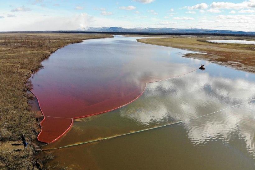PUTIN ON PAHANE: suur kütusereostus värvis Siberis asuva jõe punaseks