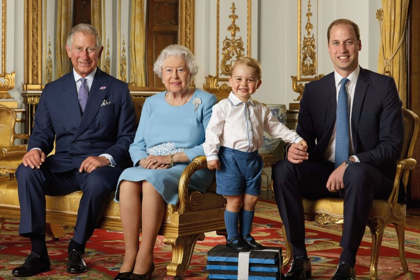 Prints Charles tahaks lapselapsi kallistada, aga ei saa...