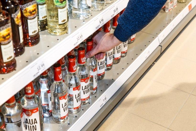ODAVA ALKOHOLI TIIVUL: Eesti elanikud hakkasid mullu rohkem jooma, kainerisse viidi üle 15 000 viinanina