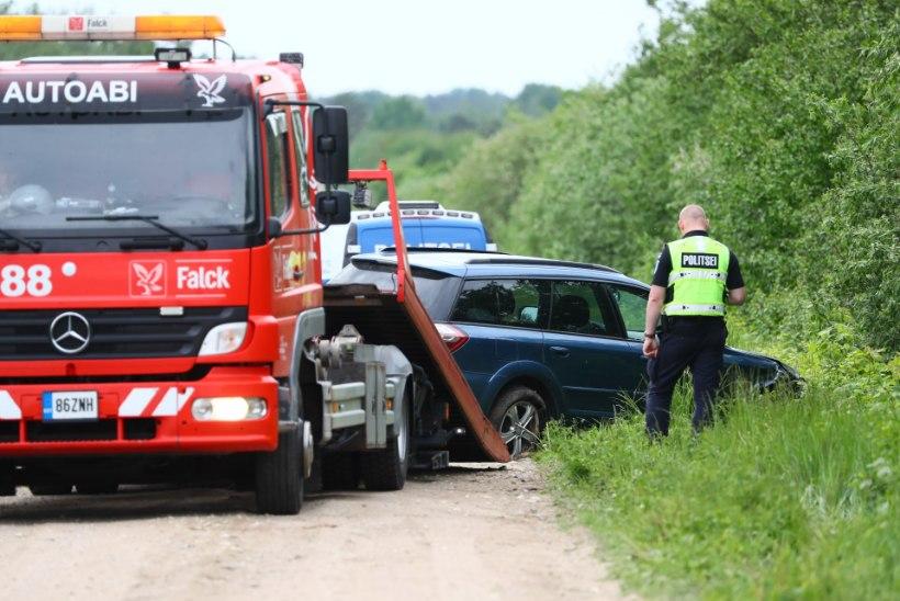 FOTOD SÜNDMUSKOHALT   Politsei teisaldas Lihula tulistaja Subaru