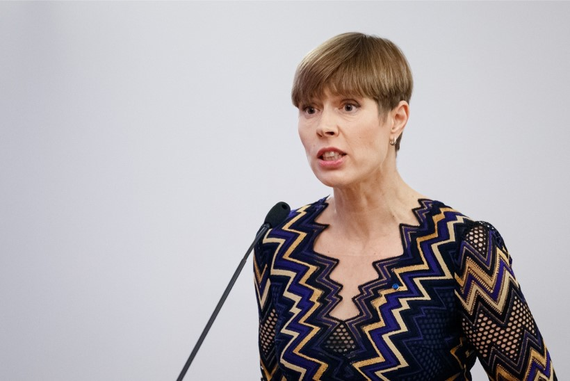 President Kaljulaid: relv on paratamatult kõrgendatud ohu allikas, mis valedes kätes võib teha palju kurja