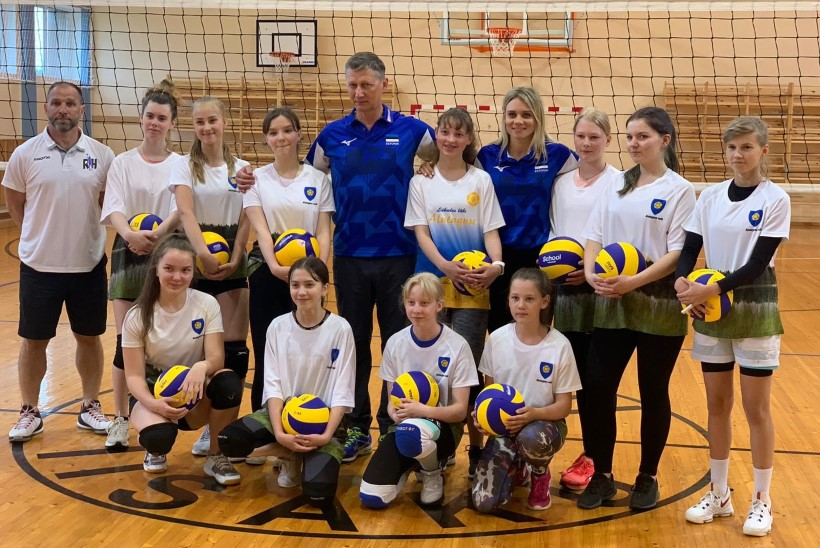 Võrkpalliliidu ja Iisaku gümnaasiumi koostöös avatakse tüdrukute võrkpalliklass