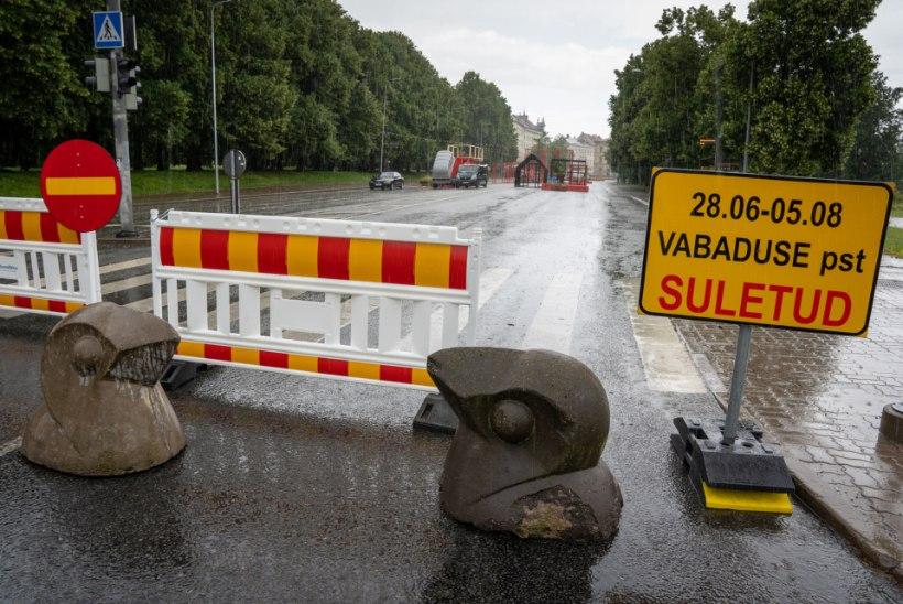 """Vanahärra Tartu autovabadusest: """"Las noored müravad Emajõe kaldal."""""""