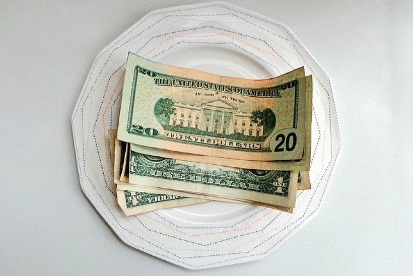 SÜDANTSOOJENDAV! Klient jättis restoranitöötajatele 1000 dollari suuruse jootraha