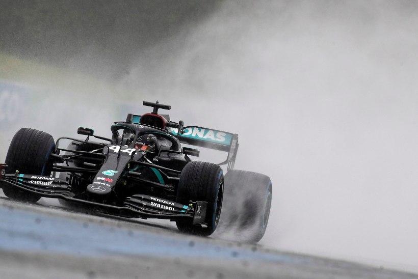 Hamilton ei jätnud vihmasajus toimunud kvalifikatsioonis teistele mingit võimalust