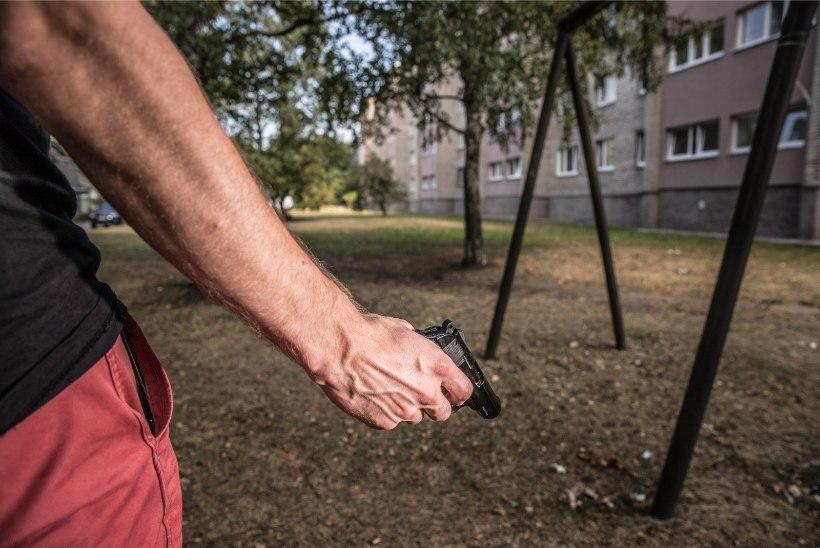 Lasnamäel kõndis mees relvataolise esemega ringi