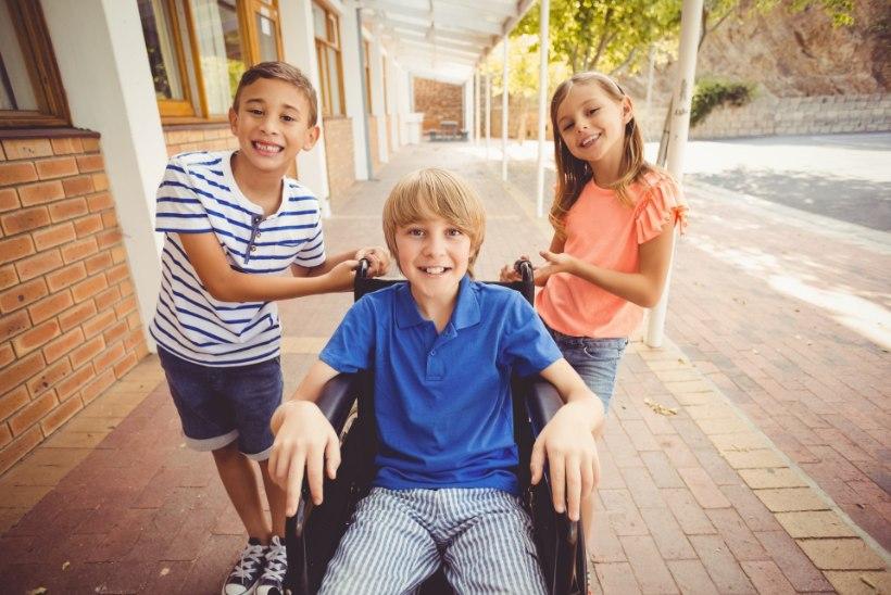 Lasteterapeut annab nõu: kuidas valida lapsele trauma korral liikumisabivahend