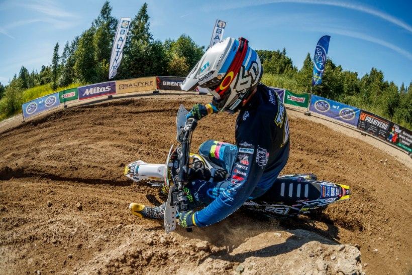 FOTOD JA VIDEO | Pärnus peetud motokrossi meistrivõistluste etapi võitis Krestinov, stardis oli ka operatsioonist taastuv Leok