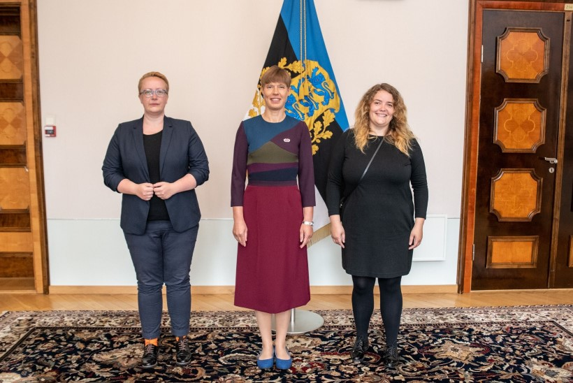 FOTO | President Kersti Kaljulaid sai vikerkaarekangelase märgi