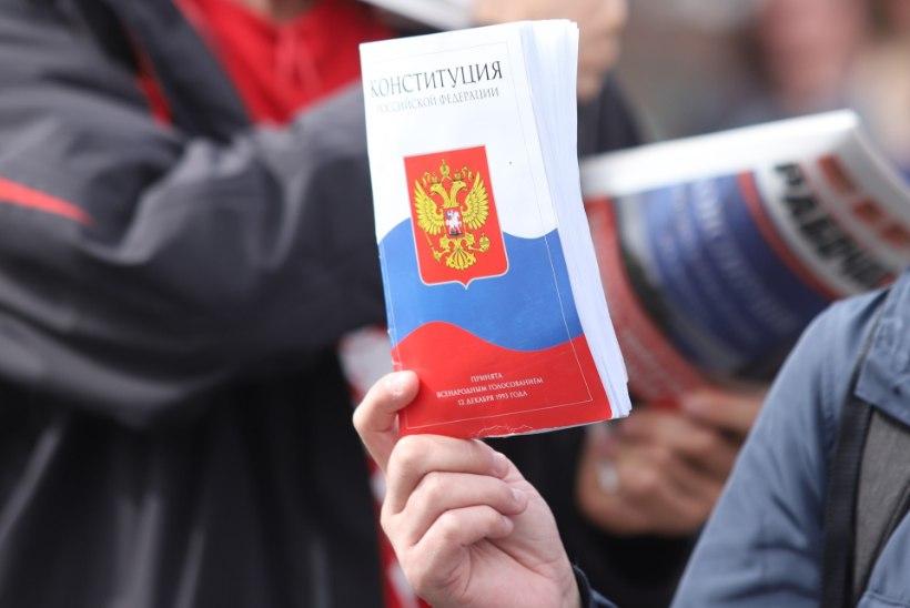 Venelased toetasid ülekaalukalt reforme, mis võimaldavad Putinil kauem võimul püsida