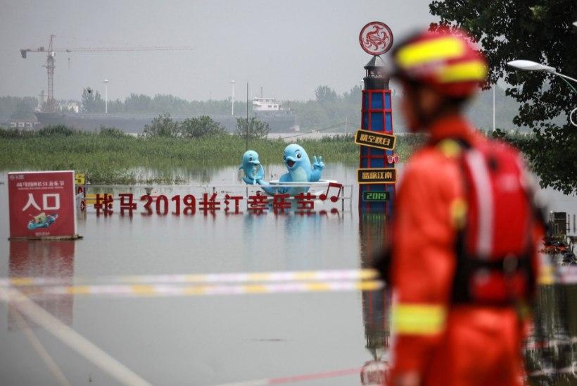 ÄÄRMUSLIKUD HÄDAMEETMED: hiinlased õhkasid üleujutuste leevendamiseks tammi