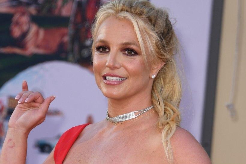 FOTO | Vau! Britney Spears näeb ilma meigita palju noorem välja