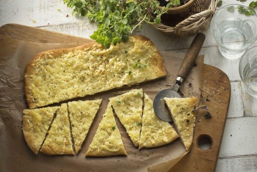 SOBIB IGALE POOLE | Plaadisai juustu, küüslaugu ja punega