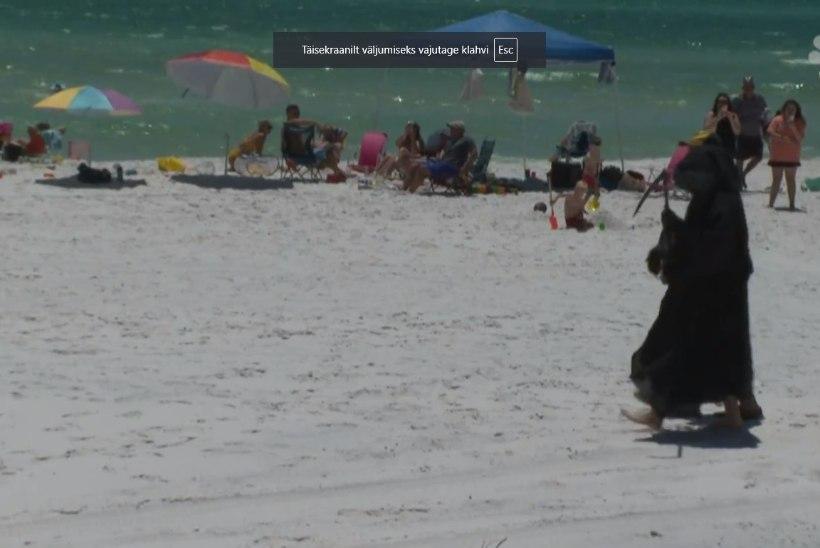 Vikatimees käib rannas inimesi hoiatamas