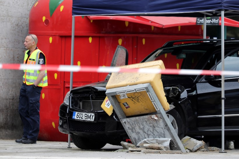 ARMUVALU? Eesti numbrimärgiga auto põrutas Berliinis rahva sekka, rooli taga joobnud noormees