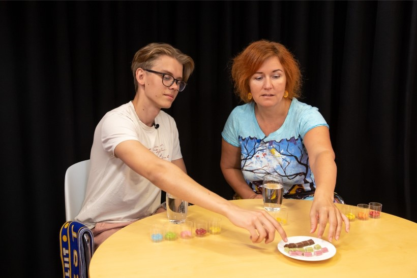 ÕL VIDEO | PIMETEST PALJASTAB: kas eri värvi maiustustel on tegelikult ühesugune maitse?