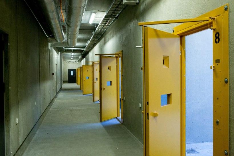 Uued reeglid arestimajades: kuus võib vastu võtta ühe postipaki ja suitsetamine on keelatud