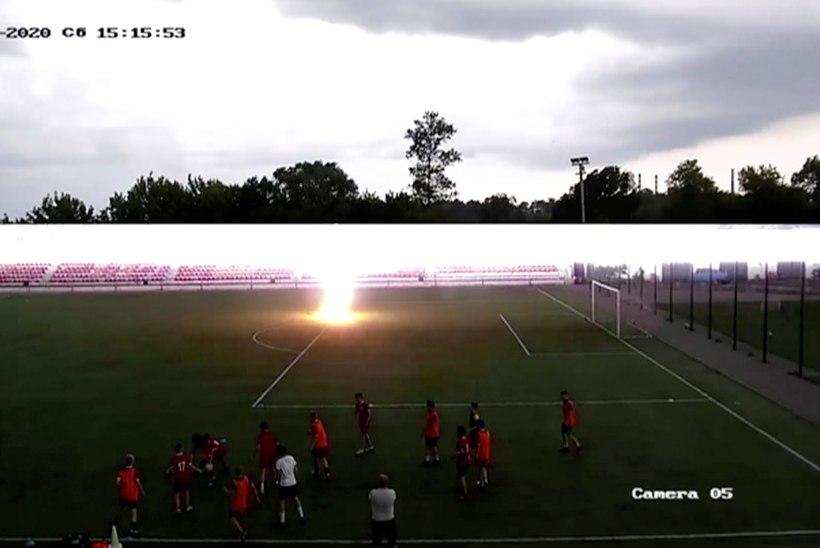 TRAGÖÖDIA: välgutabamus nõudis kahe naisjalgpalluri elu