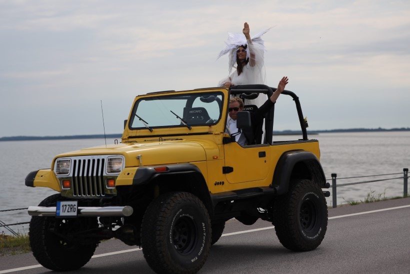 FOTOD   PULM NAGU KOLMEPÄEVANE FESTIVAL! Trummar Kaspar Kalluste abiellus: isa keelas oma pulmas pillimängimise ära