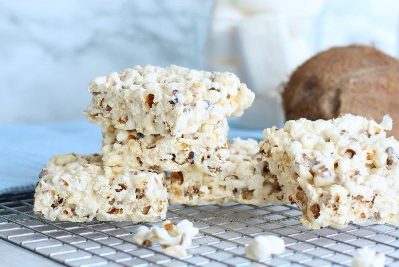 TEISTMOODI MAIUS: popkorni-vahukommiruudud kookosega