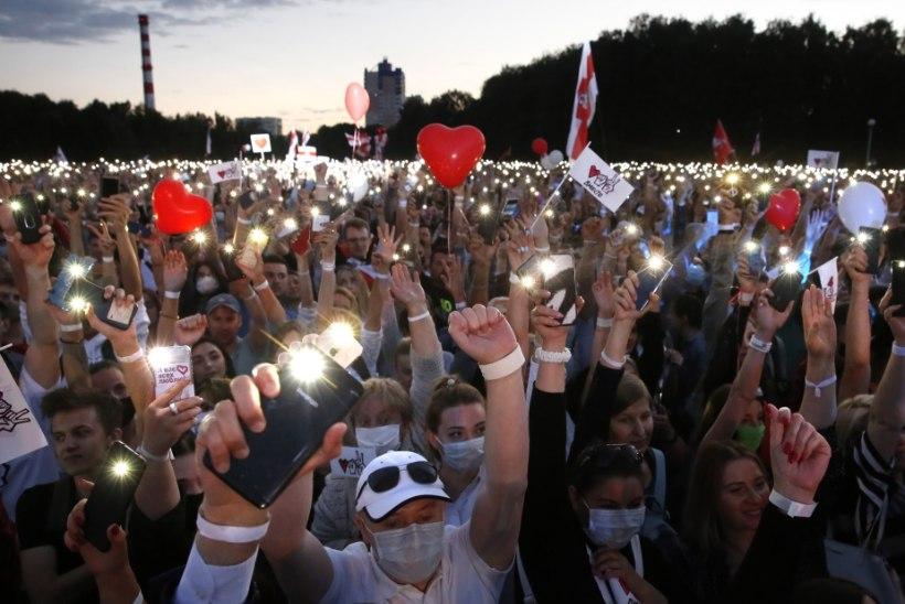 Kümned tuhanded valgevenelased tulid Minski tänavatele protestima