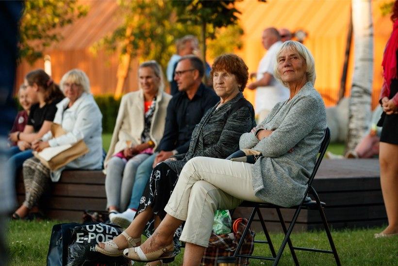 GALERII  Birgit Sarrap, Tanja Mihhailova-Saar ja Mihkel Mattisen andsid õdusa piknikukontserdi