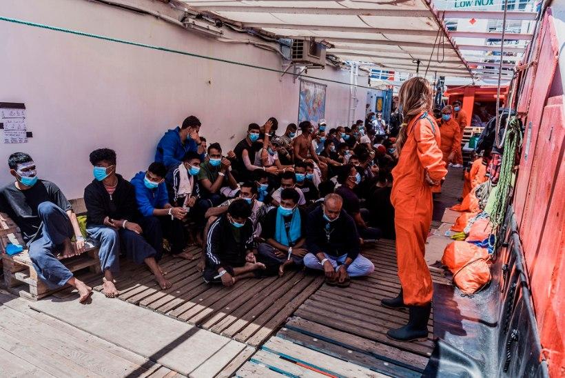 Vahemerel puhkes põgenikke vedaval laeval mäss