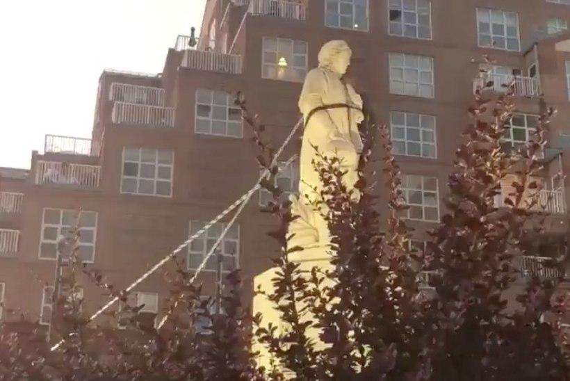 Trump kärgib, aga skulptuure ei jäeta rahule